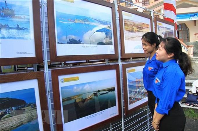 Tuyên truyền về chủ quyền của Việt Nam đối với Hoàng Sa và Trường Sa