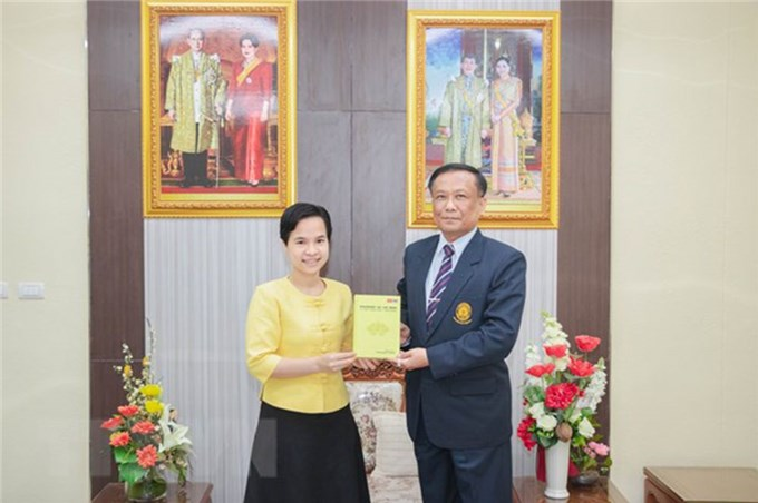 Three-language books on President Ho Chi Minh published in Thailand