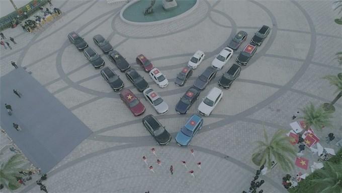 Xe điện tự hành của VinFast trở thành tâm điểm của giới bình xe quốc tế