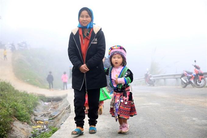Thiếu nữ Mông xinh đẹp ném Pao gọi xuân về