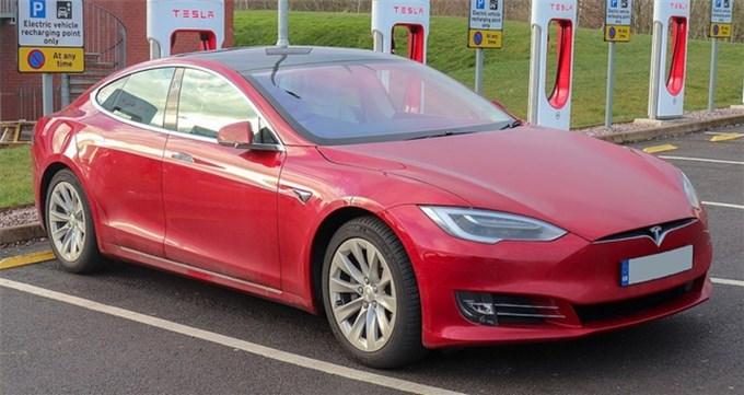 VinFast được báo châu Á đặt ngang hàng Tesla khi viết về xe chạy điện