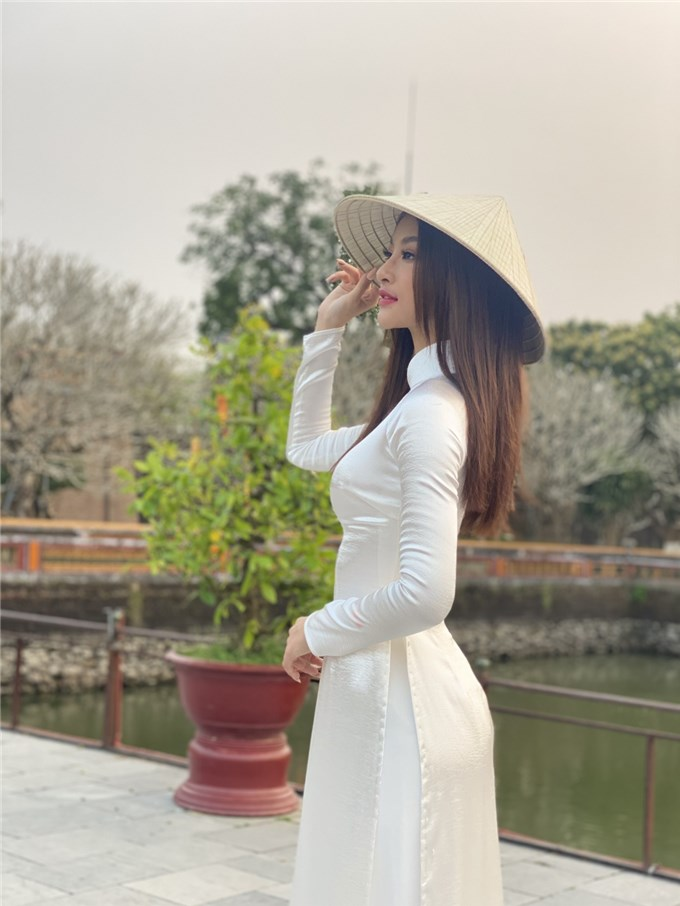 Á hậu Kiều Loan diện Phượng bào quảng bá du lịch miền Trung