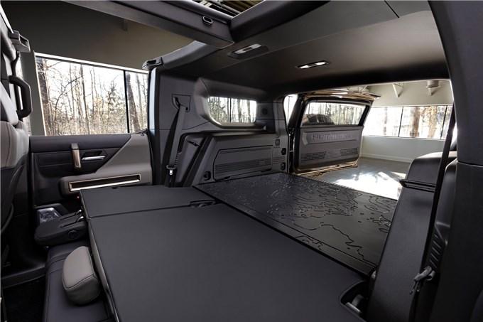 Hummer EV SUV mỗi lần sạc điện chạy được gần 500km