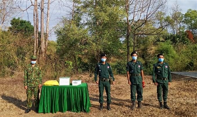 Bộ đội Biên phòng Đắk Lắk chúc Tết lực lượng bảo vệ biên giới Campuchia