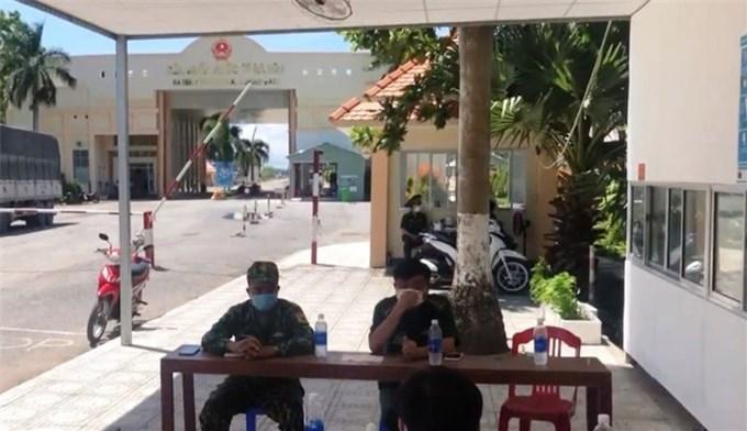 Cứu trợ người Việt tại Preah Sihanouk bị ảnh hưởng bởi COVID-19