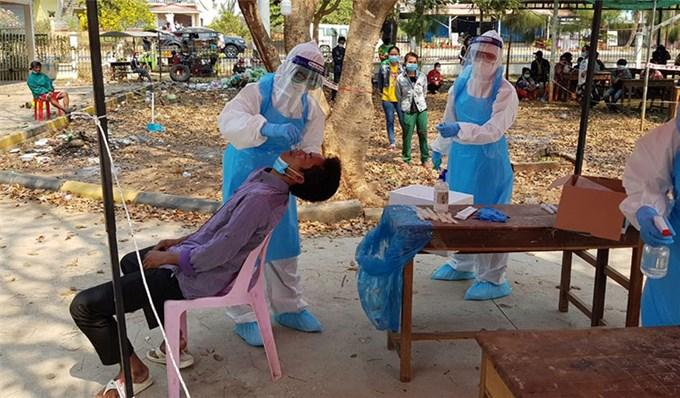 Bất chấp đang thời gian dịch Covid-19, Việt Nam cử chuyên gia, gửi máy thở hỗ trợ Campuchia