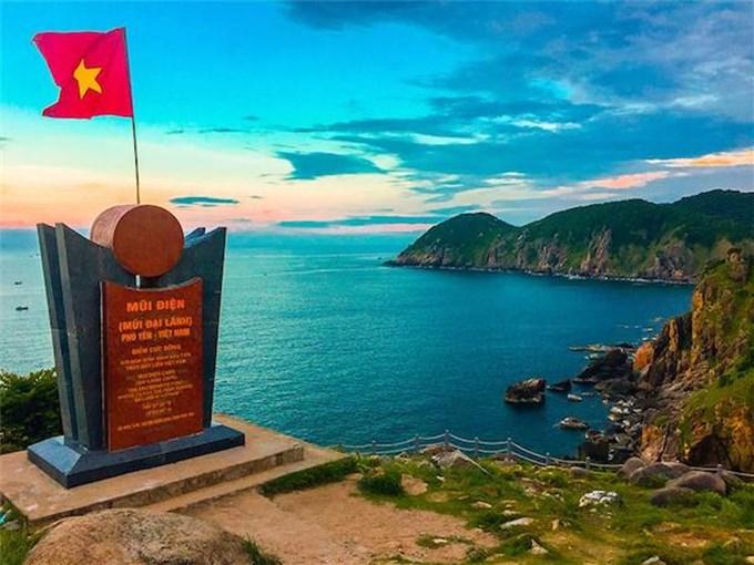 Hải đăng Mũi Điện: nơi đón ánh bình minh đầu tiên trên đất liền Việt Nam