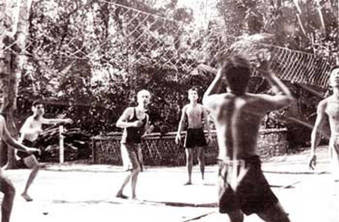 Chủ tịch Hồ Chí Minh - Tấm gương sáng về rèn luyện thể dục thể thao