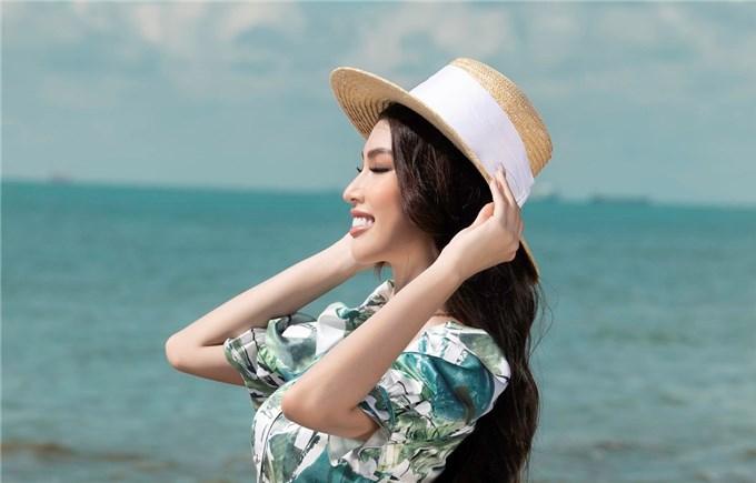 Á Hậu Ngọc Thảo 'mách' phái đẹp cách phối đồ maxi đi biển