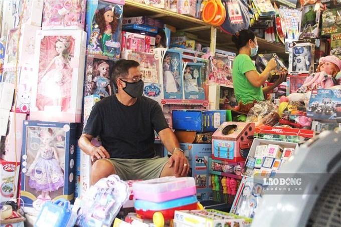 Thị trường quà tặng thiếu nhi 1/6: Sức mua giảm sâu