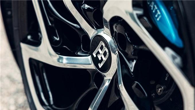 """""""Chiếc xe màu đen"""" giá 19 triệu USD đã được hoàn thiện sau hơn 2 năm"""