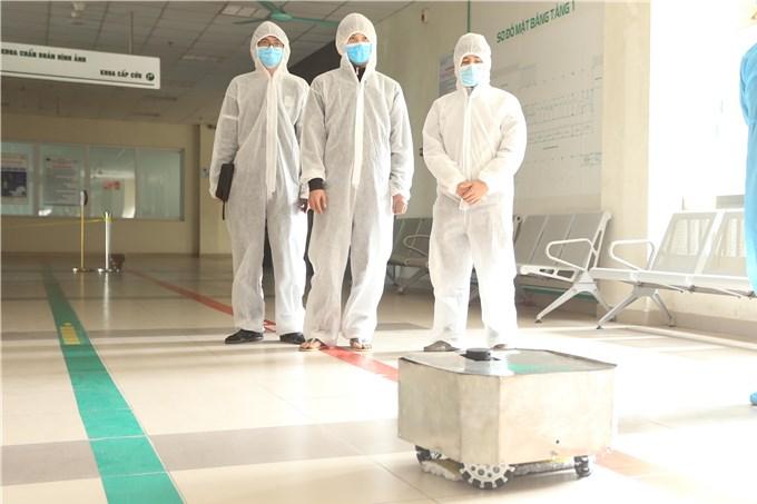 Robot khử khuẩn 'Make in Vietnam' hỗ trợ chống dịch Covid-19 tại Bắc Giang
