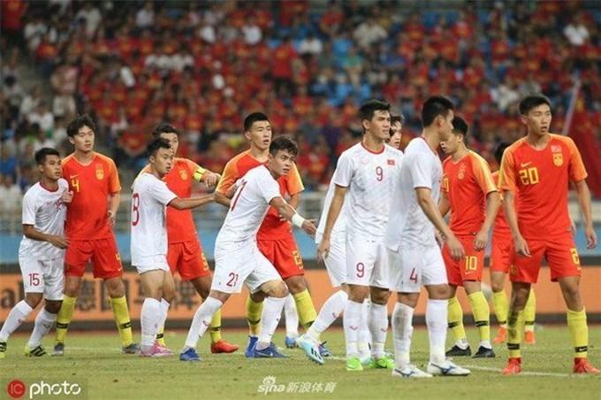 HLV Park Hang-seo và tuyển Việt Nam khiến báo Trung Quốc lo sốt vó