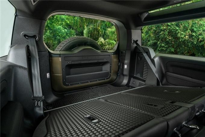 Land Rover Defender 90 mới thiết kế mạnh mẽ sẵn sàng ra mắt trong tháng 6 tại Việt Nam
