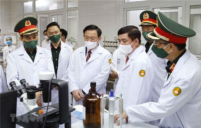 Chủ tịch Quốc hội Vương Đình Huệ thăm, làm việc tại Học viện Quân y