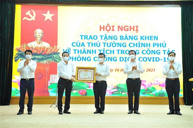 Thủ tướng tặng Bằng khen nhiều cá nhân, tập thể chống dịch xuất sắc tại Bắc Giang