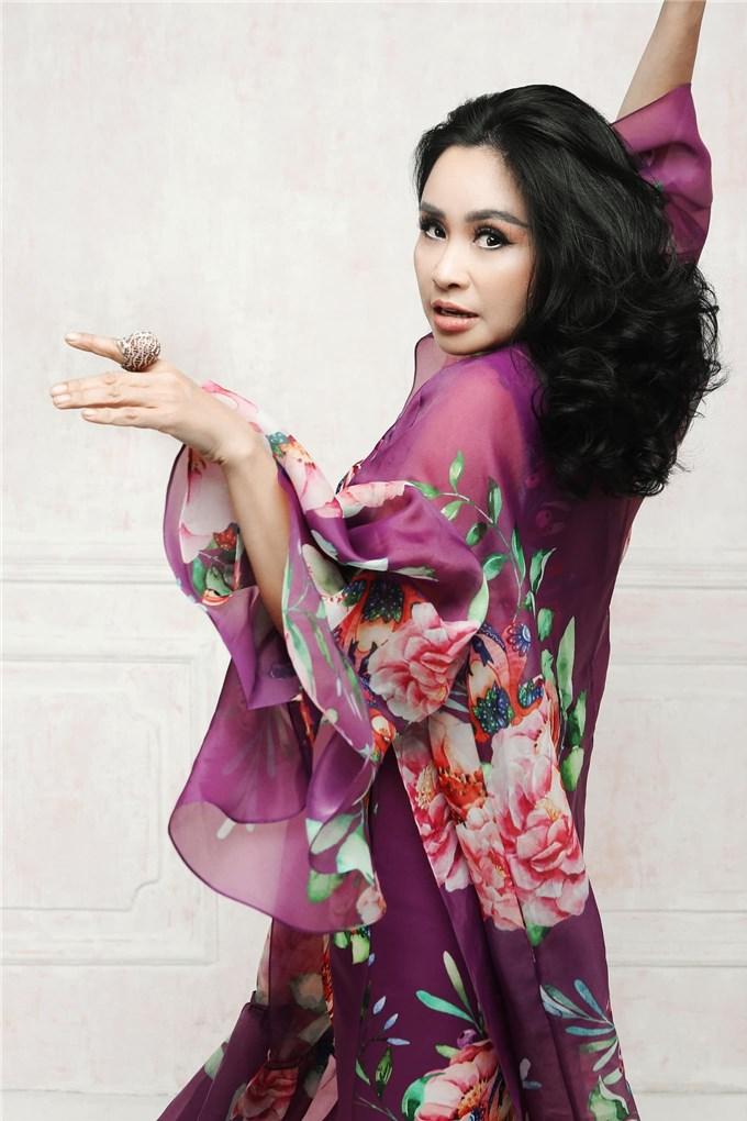Diva Thanh Lam tuổi 52 ngày càng quyến rũ