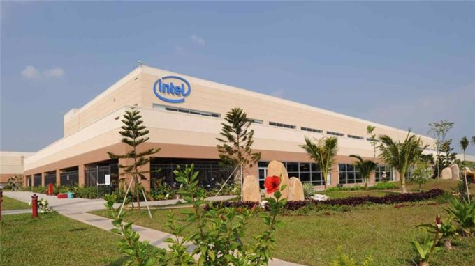 Intel staff vaccinated as Vietnam prioritizes tech exports