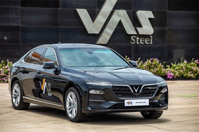 VinFast bàn giao 18 xe Lux cho Công ty Gang thép VAS Nghi Sơn