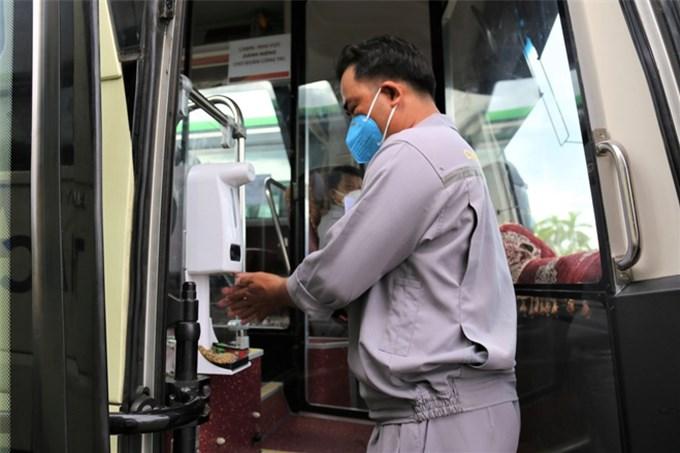Những chuyến xe đón công dân từ tâm dịch TPHCM về quê có gì đặc biệt?