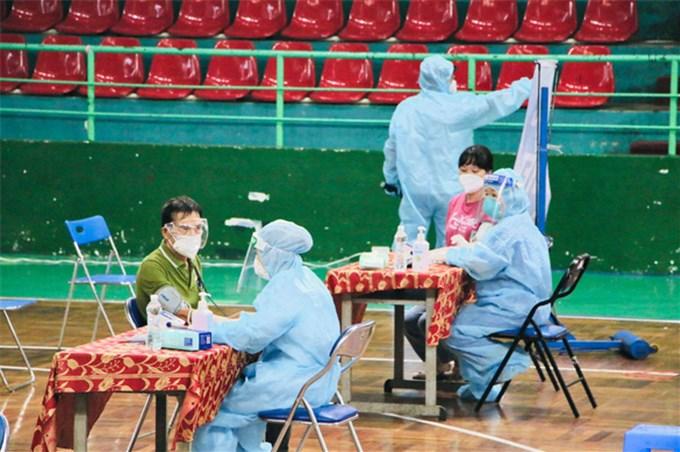 TP.HCM bắt đầu tiêm hơn 930.000 liều vắc xin đợt 5 cho 15 nhóm đối tượng ưu tiên