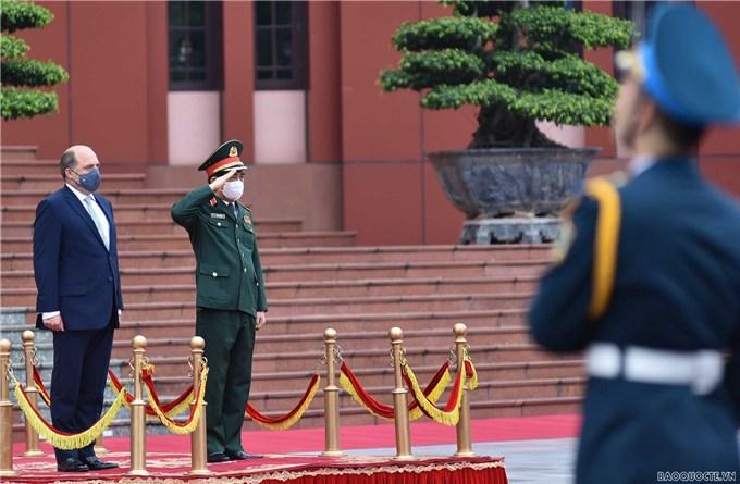Bộ trưởng Quốc phòng Vương quốc Anh và Bắc Ireland thăm Việt Nam