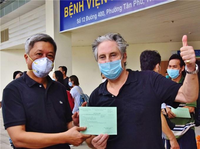 17 người từng nguy kịch tại Bệnh viện Hồi sức Covid-19 xuất viện