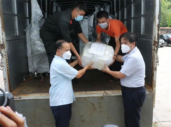 Có gì trong chuyến tầu đặc biệt chở 'sự sống' từ Hà Nội chi viện TPHCM khởi hành sáng nay?