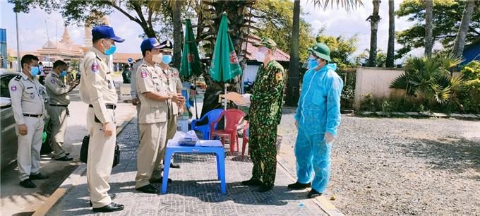 Campuchia bàn giao 16 công dân Việt Nam cư trú bất hợp pháp