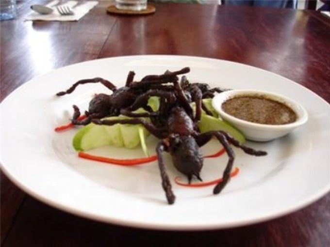 Lạ lùng món nhện độc Campuchia, ai nhìn cũng khiếp vía nhưng vẫn ùn ùn người ăn