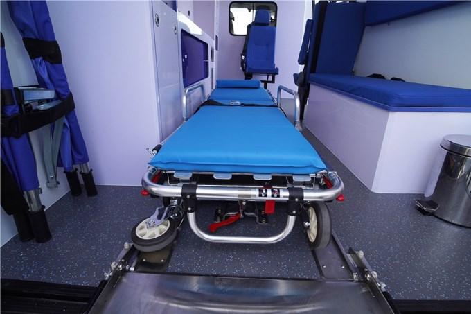 Cận cảnh xe cứu thương Iveco Daily do THACO sản xuất