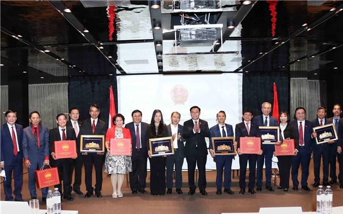 NA leader encourages solidarity among Vietnamese nationals overseas