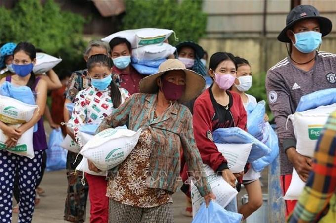 Hỗ trợ khẩn cấp đợt 2 cho người gốc Việt tại Campuchia gặp khó khăn vì dịch COVID-19