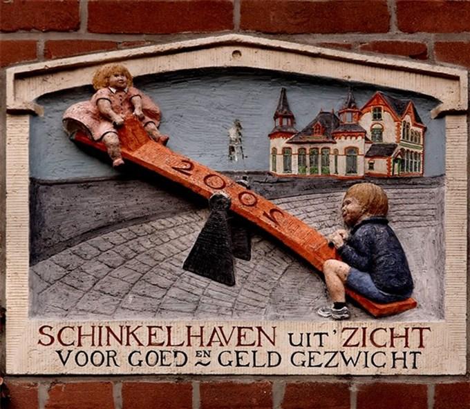 Độc đáo phù điêu biển số nhà ở Amsterdam