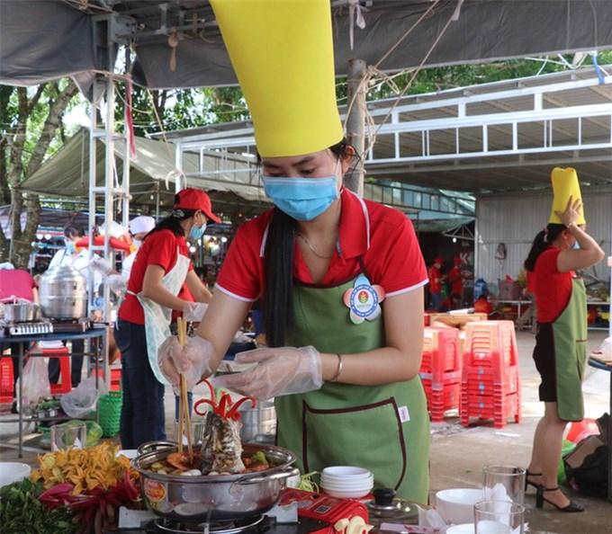 Bí quyết tạo nên đặc sản lẩu mắm rừng U Minh