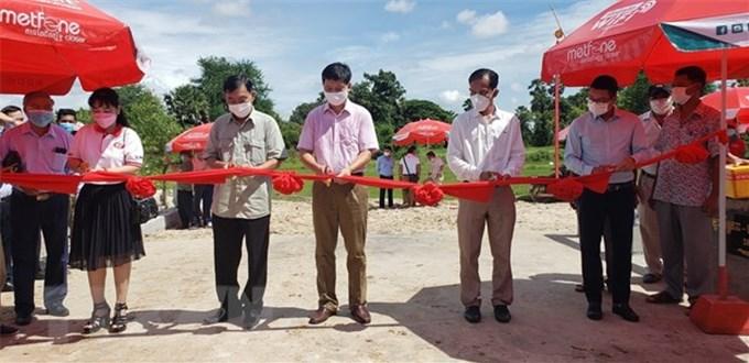 Người Việt tại Campuchia hỗ trợ xây dựng cầu đường ở tỉnh Kampot