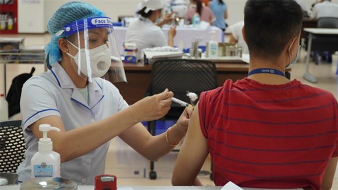 Hà Nội tiêm được gần 9 triệu mũi vaccine phòng Covid-19