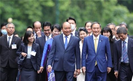 Thủ tướng Nhật Bản Xư-ga Y-ô-si-hi-đê kết thúc chuyến thăm chính thức Việt Nam