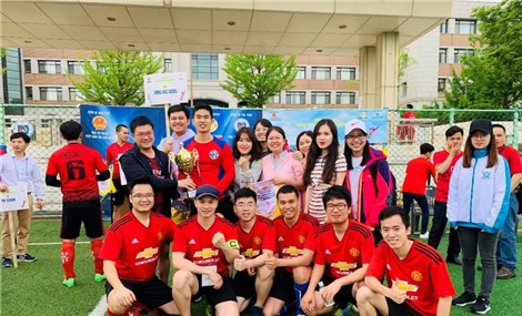 Building and enhancing political stance for overseas Vietnamese students