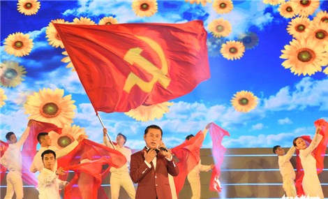 Dàn nghệ sỹ hùng hậu hát chào mừng Đại hội Đảng