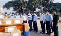 Long An trao vật tư y tế phòng, chống Covid-19 cho tỉnh Svay Rieng