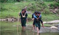 Chung tay giúp đỡ hộ nghèo, học sinh có hoàn cảnh khó khăn nơi biên giới