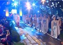"""Hơn 600 bộáo dài bằng lụa và vải gai độc đáo đã được trình diễn tại chương trình""""Thế giới trongÁo dài Việt"""""""