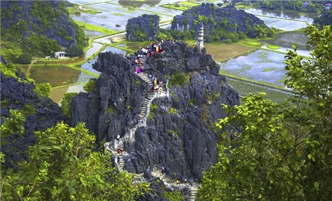 Travel to Ninh Binh: the outstanding tourism attraction of Mua Cave