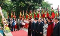 Chủ tịch nước Nguyễn Xuân Phúc dâng hương tại đền Hùng - Giỗ tổ Hùng Vương
