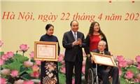 Chủ tịch nước Nguyễn Xuân Phúc trao tặng Danh hiệu Anh hùng Lao động thời kỳ đổi mới