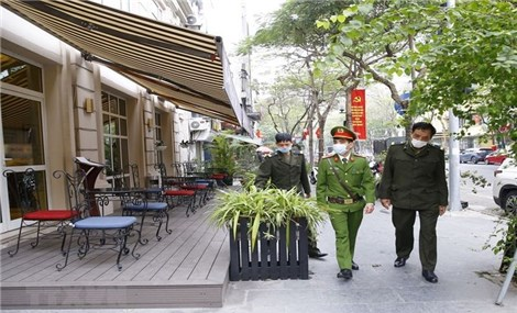Hanoi closes sidewalk eateries and cafés to curb Covid-19 outbreak