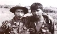 Nụ cười hòa hợp của hai người lính ở hai đầu chiến tuyến