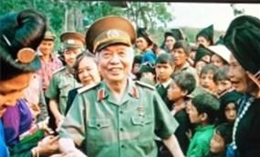 Thăm sở chỉ huy chiến dịch Điện Biên Phủ