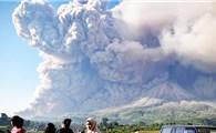 Núi lửa Sinabung tại Indonesia lại phun trào
